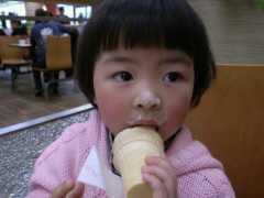 吃一口等於吃3塊橡皮筋,家長還傻傻喂孩子吃,婦幼醫生:無知