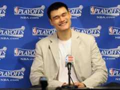 籃球巨星姚明籃球技術了得,沒想到竟也是高情商,短短1年就讓巴克利佩服,