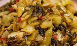 醃酸菜別隻會加鹽,教你正確的醃製方法,酸菜爽脆下飯不腐爛