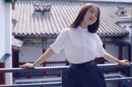 """""""甜歌皇后""""楊鈺瑩年過50,唱歌被素人打敗,非但不生氣,還開心發獎品"""