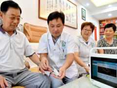 """77歲老人6次入院,血糖飆至28.5,醫生:""""1粗糧""""天天吃,血糖或粘如粥"""
