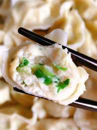 又鮮又嫩的鮁魚餡餃子,鮮嫩多汁,口感滑嫩Q彈